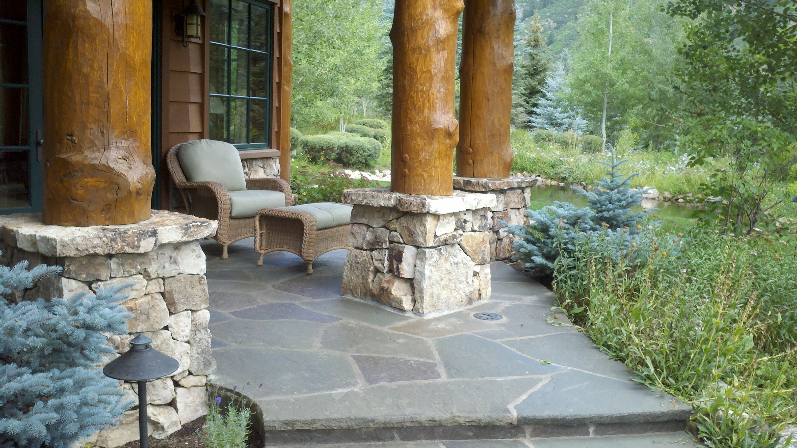 Flagstone mortar set on concrete